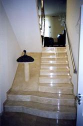 Мраморные ступени,  облицовка лестниц мрамором — 1 500 грн.  (продам)